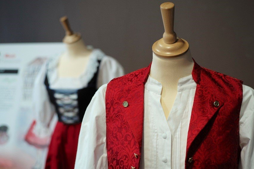 Le costume traditionnel alsacien pour elle et lui !